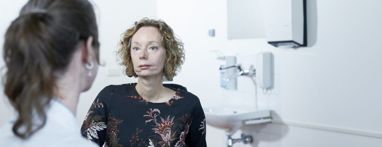 patiënte in gesprek met arts Radboudumc